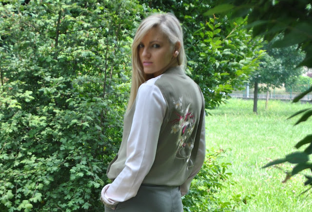 outfit stile safari bomber stile safari bomber ricamato outfit verde militare come abbinare il bomber come abbinare il verde militare mariafelicia magno fashion blogger colorblock by felym blog di moda blogger italiane di moda outfit 19 giugno 2015 outfit giugno outfit estivi outfit estivi donna fashion bloggers italy blonde hair blonde girl italian girl blondie ragazze bionde summer outfits varsity jacket how to wear varsity jacket shorts and heels how to wear shorts and heels