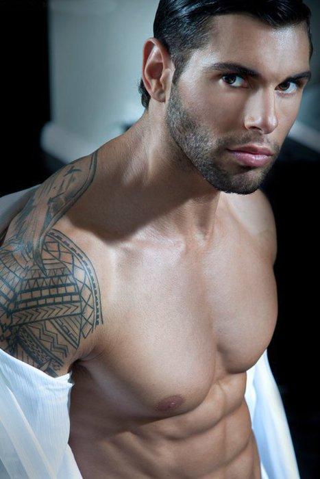 Labels arm tattoo scruffy