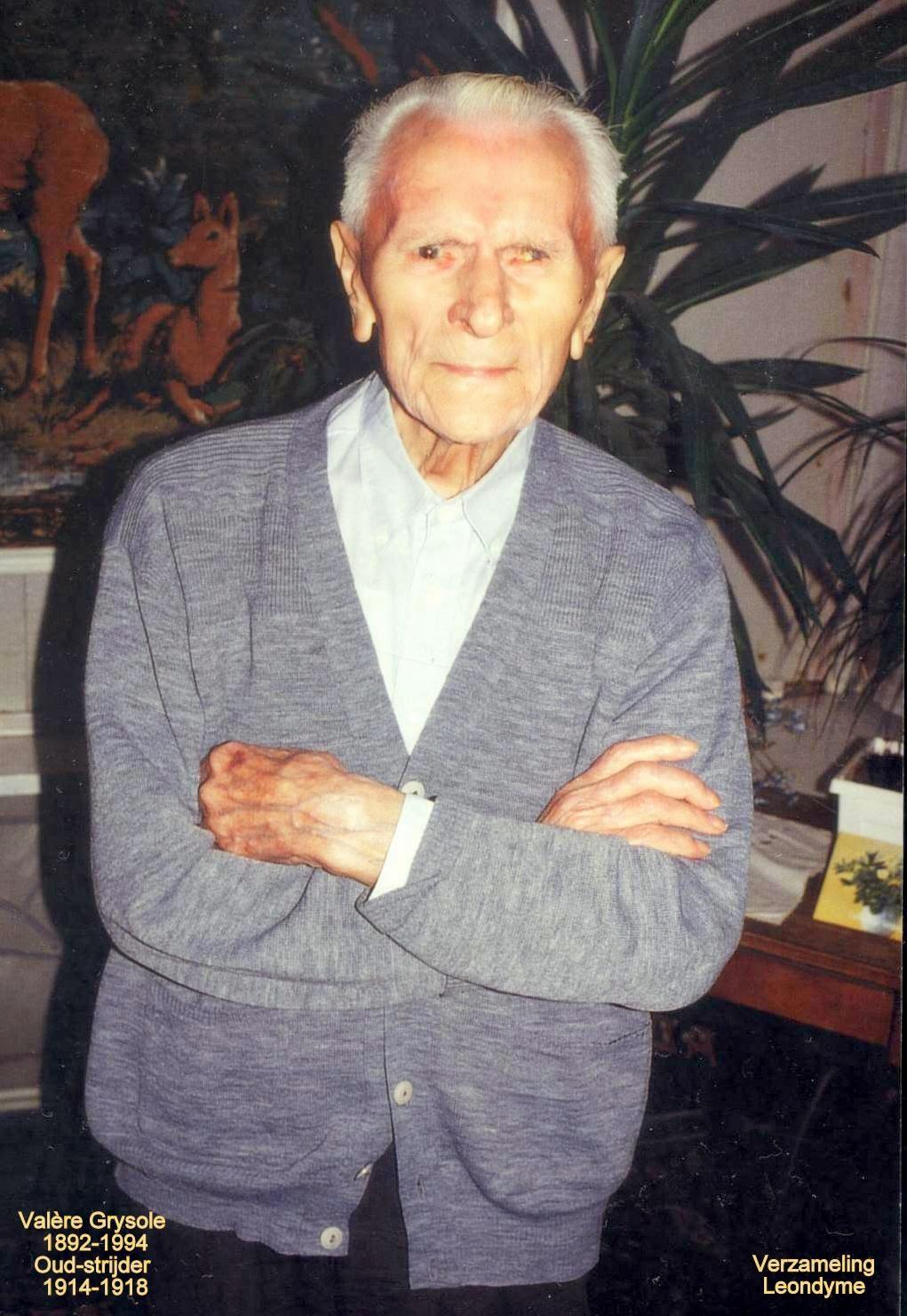 Oud-strijder-vuurkruiser-klaroenblazer Valère Grysole 1892-1994, gevierd als honderdjarige. Verzameling Leondyme.