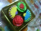 4 PCS PRALINE IN GOLDEN BOX