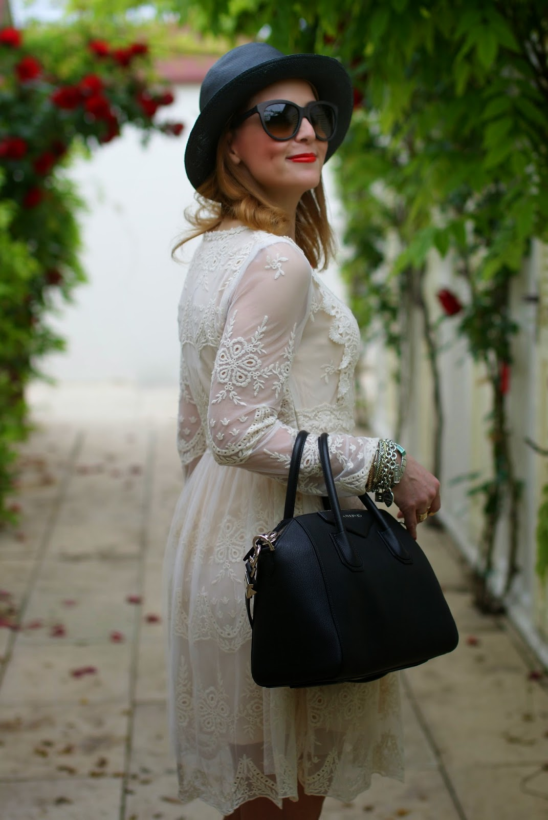 Chicwish lace dress, Givenchy Antigona bag, Majestical necklace, Fashion and Cookies, fashion blogger