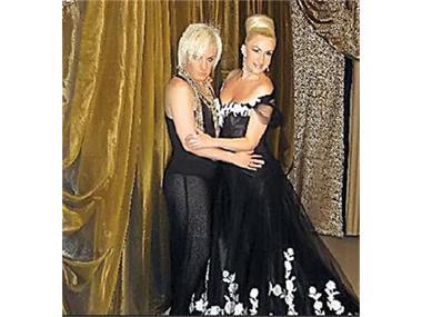 И с френска рокля Сашка си е пак същата