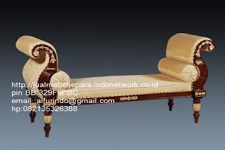 sofa klasik jepara jual mebel jepara Mebel furniture klasik jepara jual set sofa tamu ukir sofa tamu jati sofa tamu antik sofa jepara sofa tamu duco jepara furniture jati klasik jepara SFTM-33054 sofa jati klasik natural