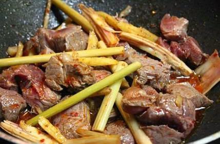 Cách làm món Bắp bò kho gừng sả
