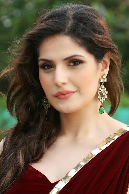 Zarine Khan hot photos Geetanjali jewellery event