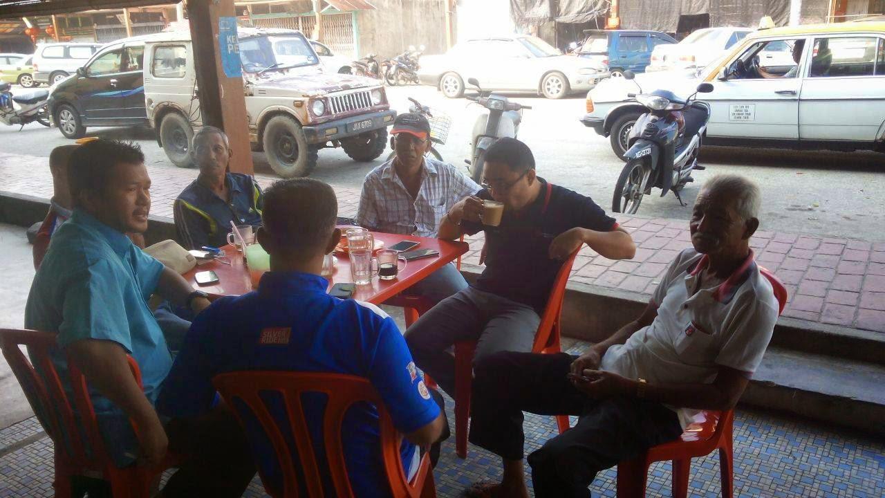 Minum Bersama Sidang Dan Jkkk Kampung Di bagan datoh Sebelum Memulakan Pemeriksaan Kesihatan