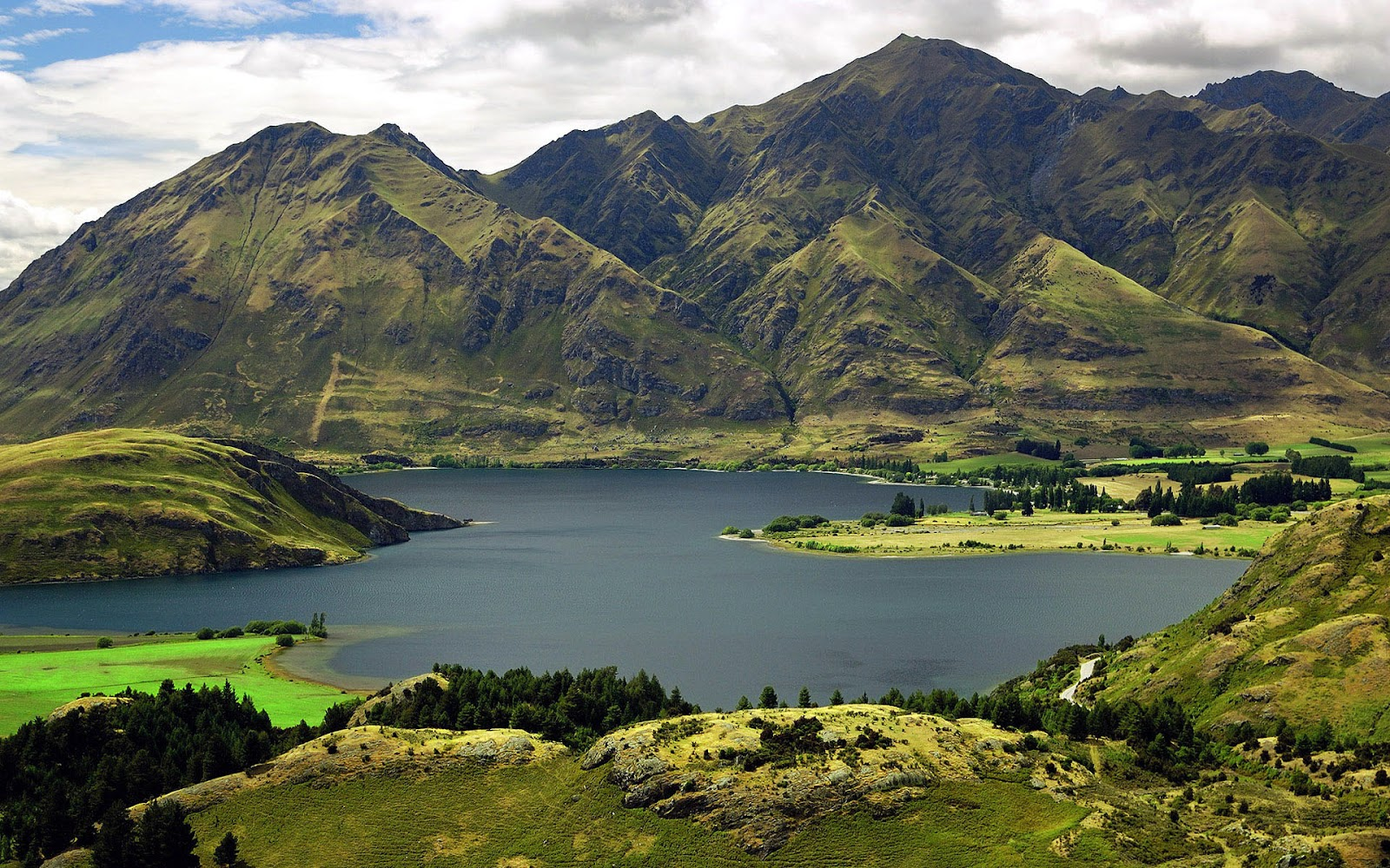 http://4.bp.blogspot.com/-jPe9qxWmP_U/UEhWnIkbVyI/AAAAAAAAA1s/s3TyxQW4LMg/s1600/Beautiful-lake-wanaka-New-Zealand-full-HD-nature-background-wallpaper-for-laptop-widescreen.jpg