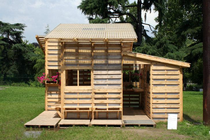 Casas ecologicas 6 maneras asombrosas para usar palets de - Fabriquer une cabane avec des palettes ...