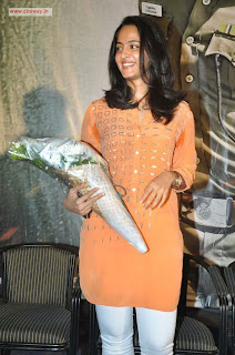 Anushka-Stills-at-Singham-Pressmeet