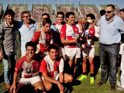 Los campeones del intercolegial de rugby festejaron en el Martearena