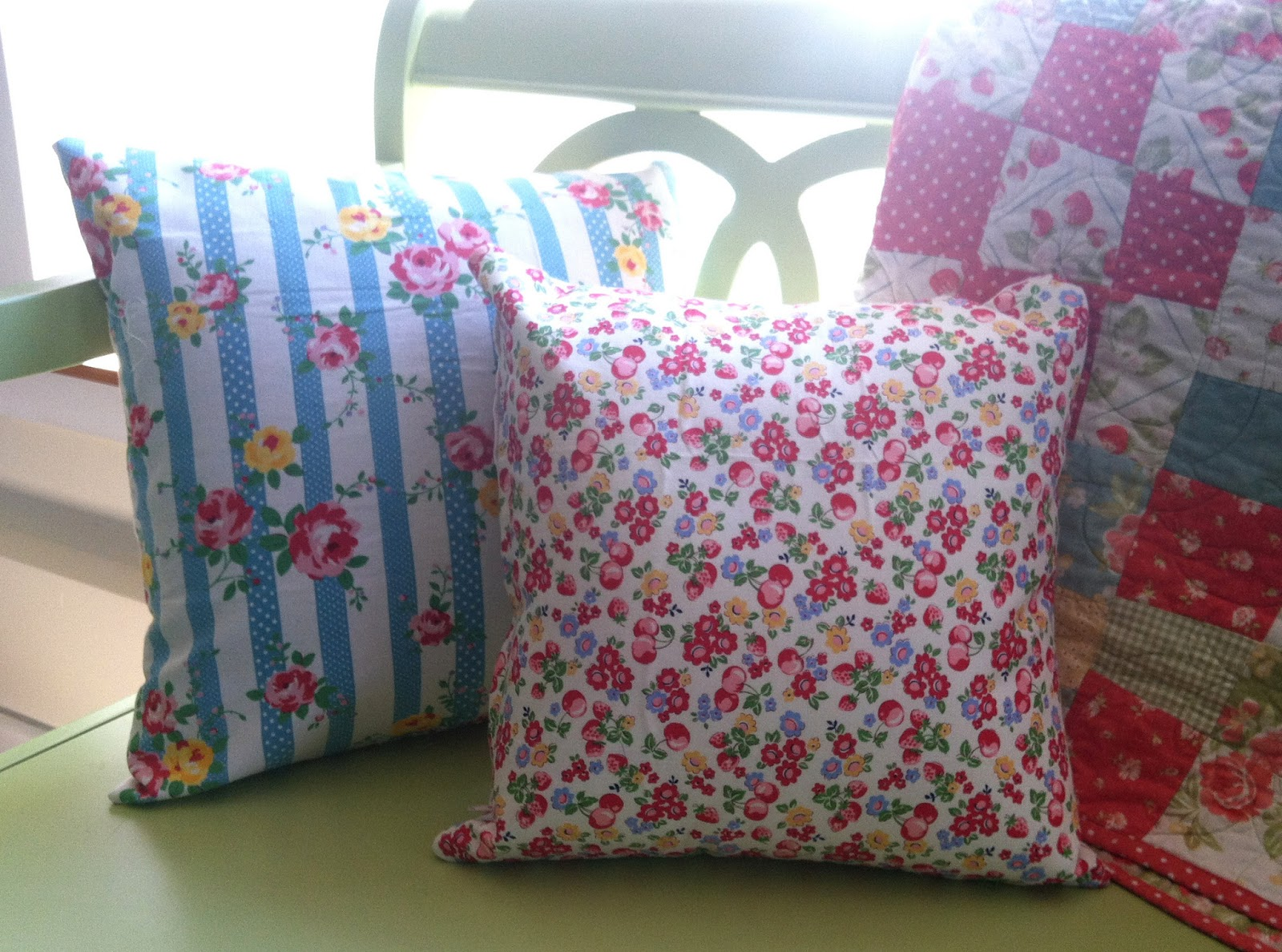 Invisible Zipper Pillow Tutorial Quilting in the Rain