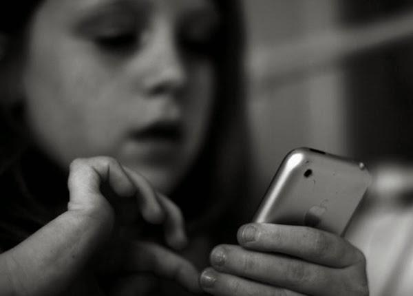 مراهقة, متهمة, بتوزيع, صورة, إباحية, لأطفال, عبر, الهاتف, قاصر تنشر صور إباحية للأطفال,