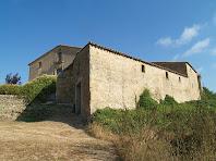 La part de migdia del mas Barnils i alguns edificis de l'antic mas Hortalà