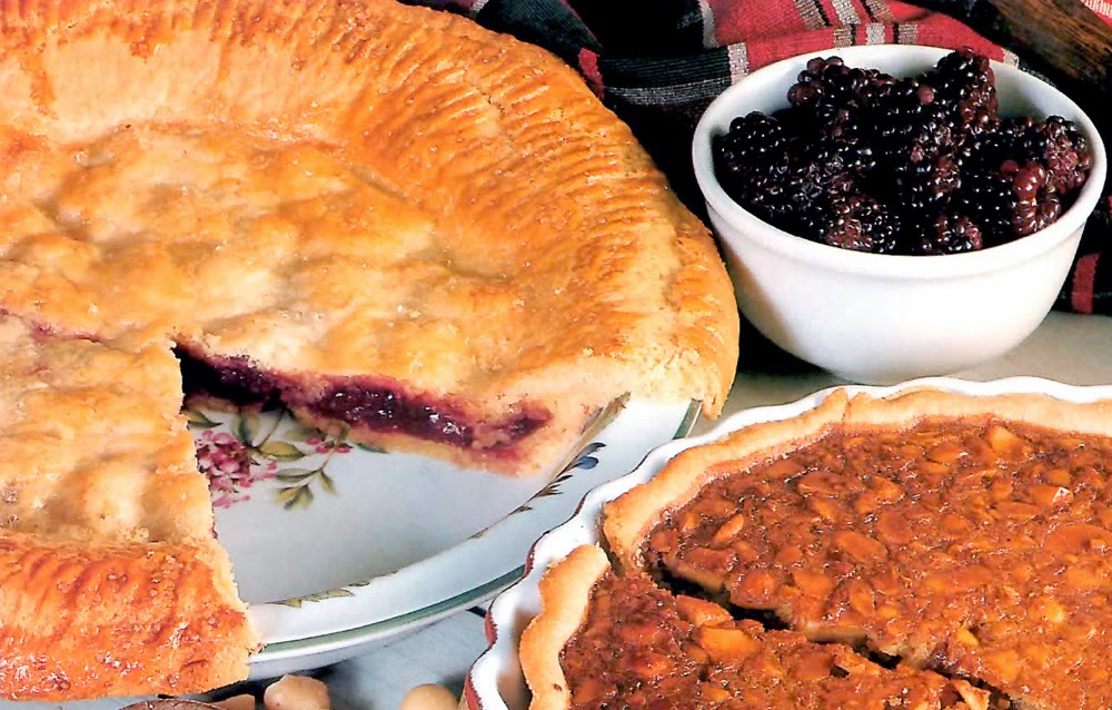 Country-style Blackberry Pie: Rustic blackberry pie (also for blueberries, tayberries, bilberries or blackcurrants) with the twist that the pastry is coloured and flavoured with custard powder.