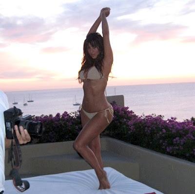 Kim-Kardashian-Sexy-Bikini-Shot-Photoshop-Free