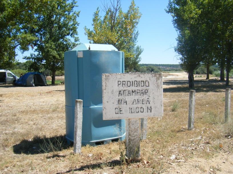 Placa proibido Acampar Parque de Merendas do Couço