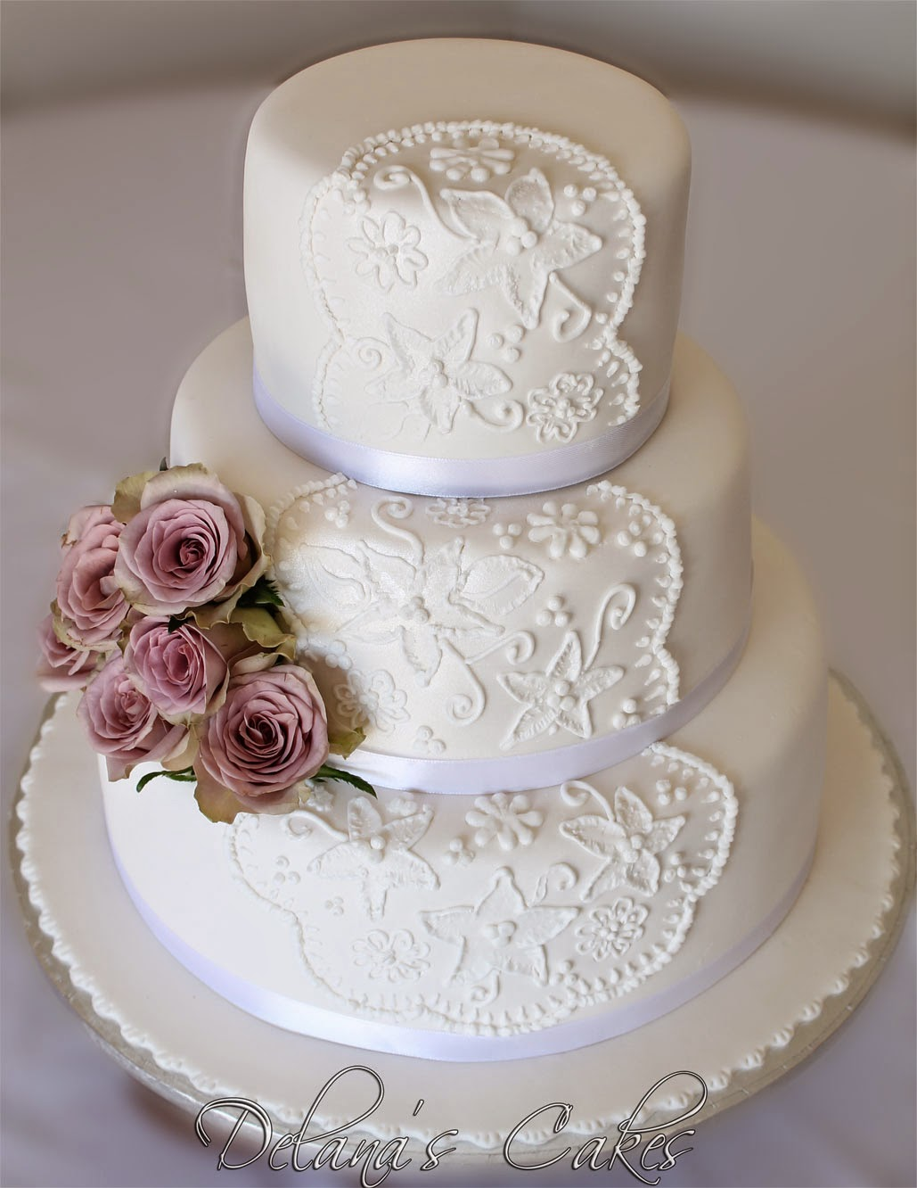 Delana s Cakes Hand piped lace Wedding Cake