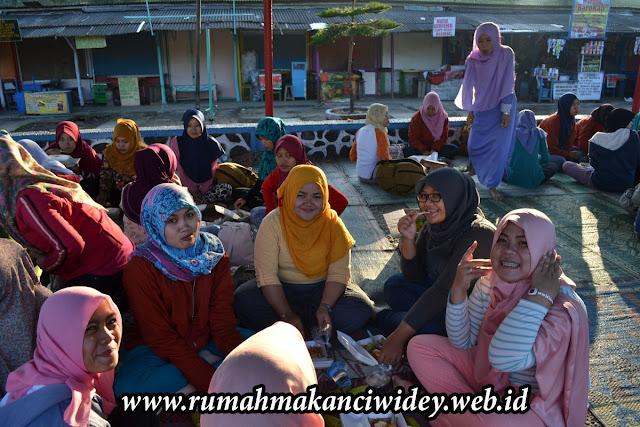 Acara makan bersama Poltekes BPH Cirebon | rumahmakanciwidey.web.id