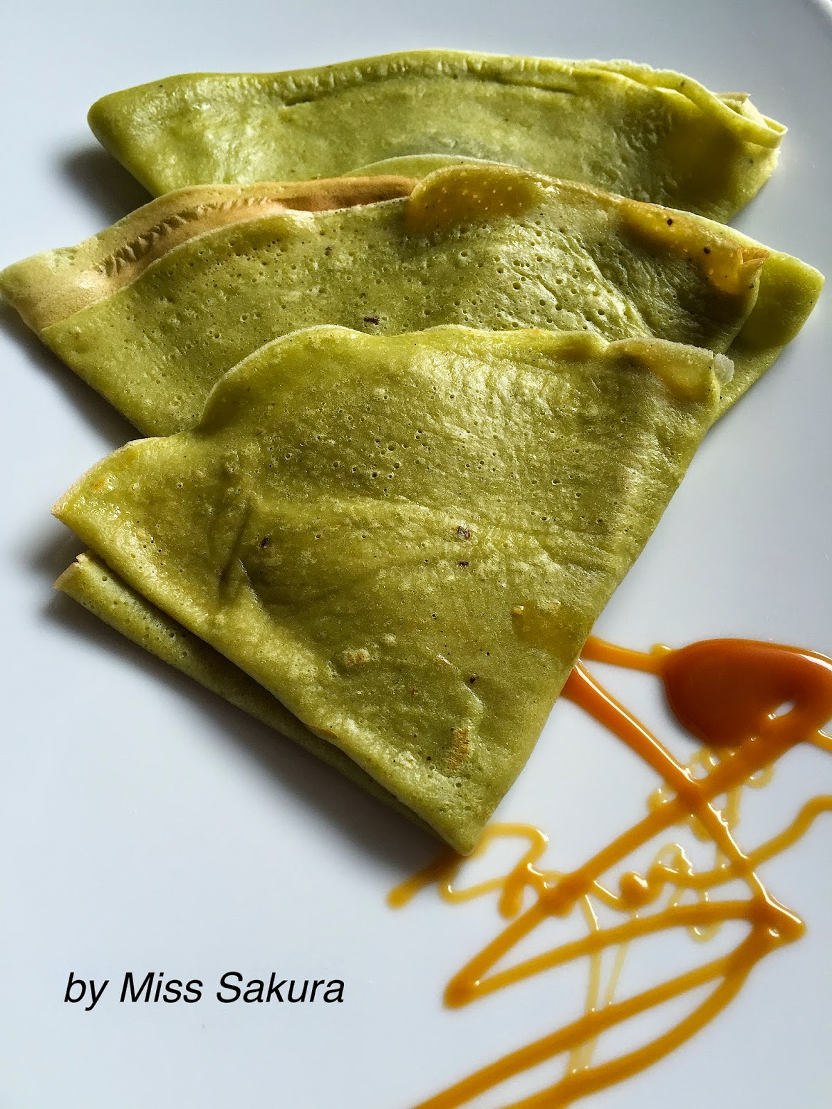 Matcha-Crêpes with Chocolate Filling