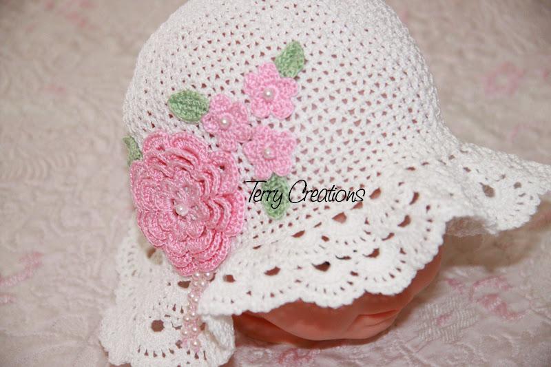 In particolare, nell'ampia collezione di cappelli e berretti per bambini potrai scoprire tanti modelli, sia per maschietto che per femminuccia, per riparare dal sole, dal freddo e dalla pioggia o, semplicemente, per aggiungere un tocco in più al look dei più