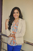 Ritu Varma latest glamorous photos-thumbnail-10
