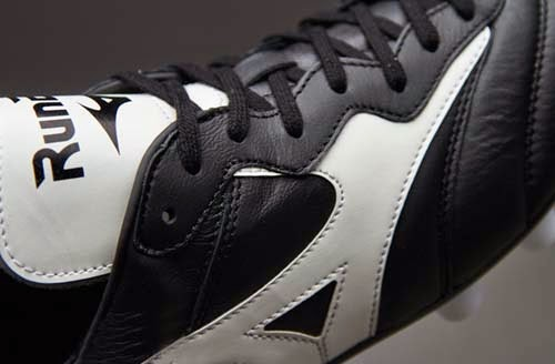 Limited Edition Mizuno Morelia RunBird Black and White