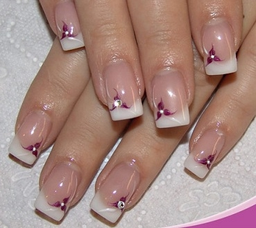 Uñas francesas plateadas o doradas  pintar las uñas con francesa dorada o plateada esta muy a la moda.