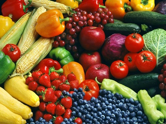 Un méli-mélo de différents fruits et légumes
