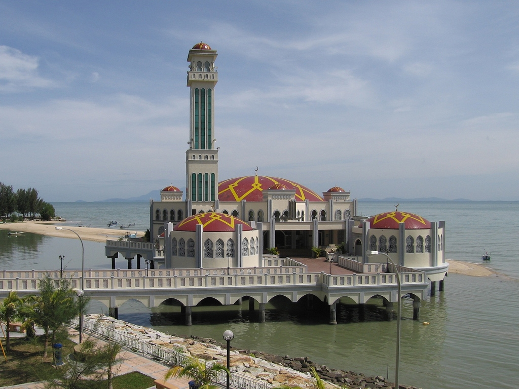 http://4.bp.blogspot.com/-jSZKYnc35QE/TfkQ7kQWmaI/AAAAAAAAE5M/cge8vC-wrhA/s1600/The-Floating-Mosque-in-Penang-Malaysia.jpg