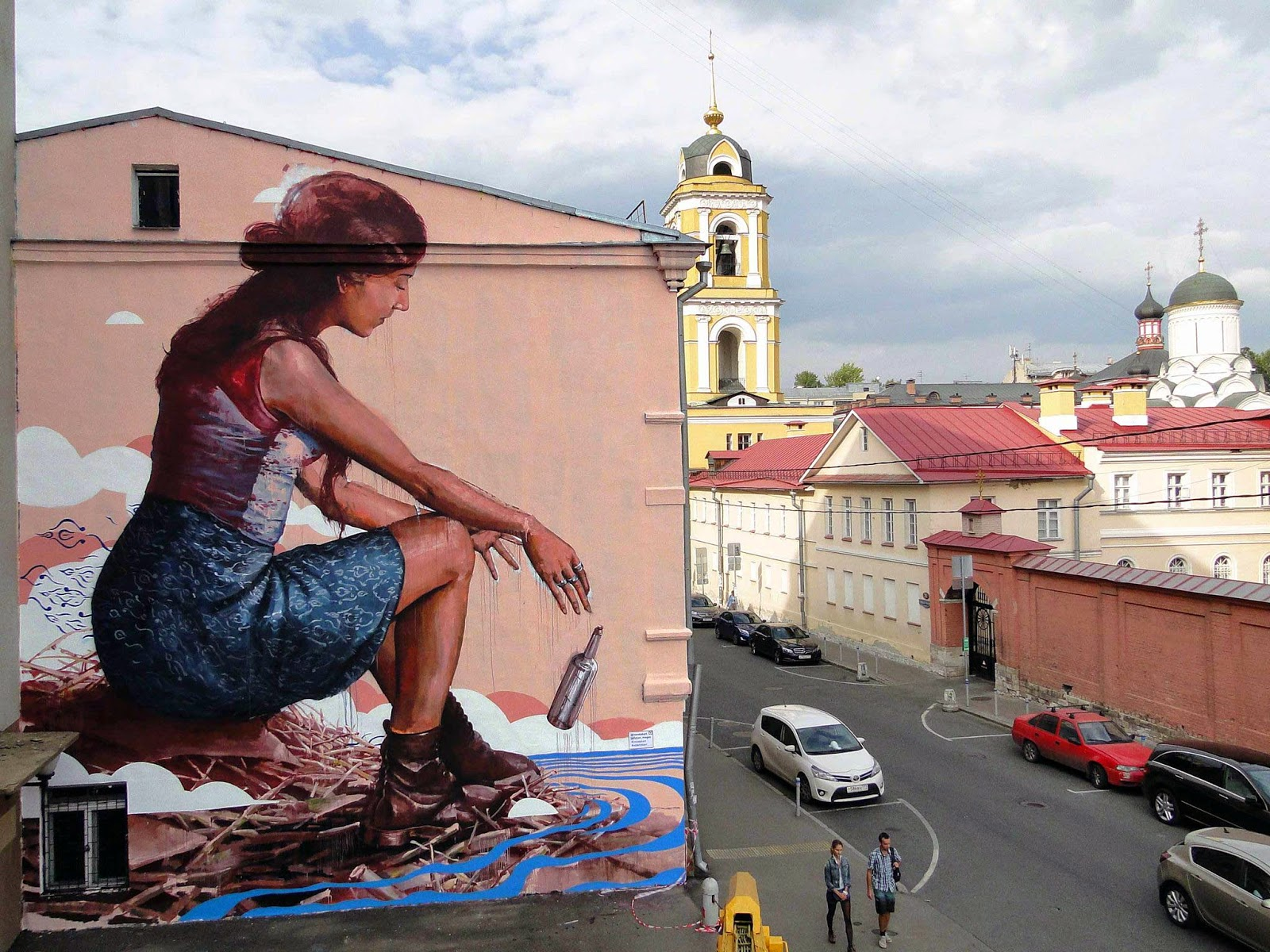 Last seen in Aalborg, Denmark, Fintan Magee has now landed in good old Russia where he painted a new piece on the streets of Moscow.