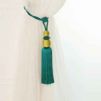 abrazadera para cortina en color verde y bolas doradas