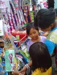 mengurangi sifat konsumtif anak