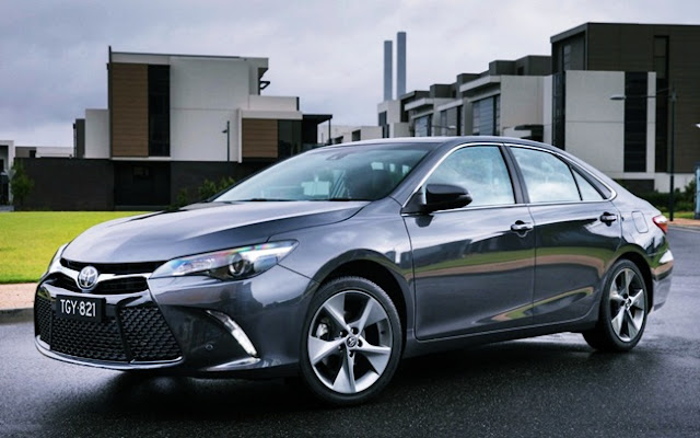 2016 Toyota Camry Atara SL Review Wallpaper
