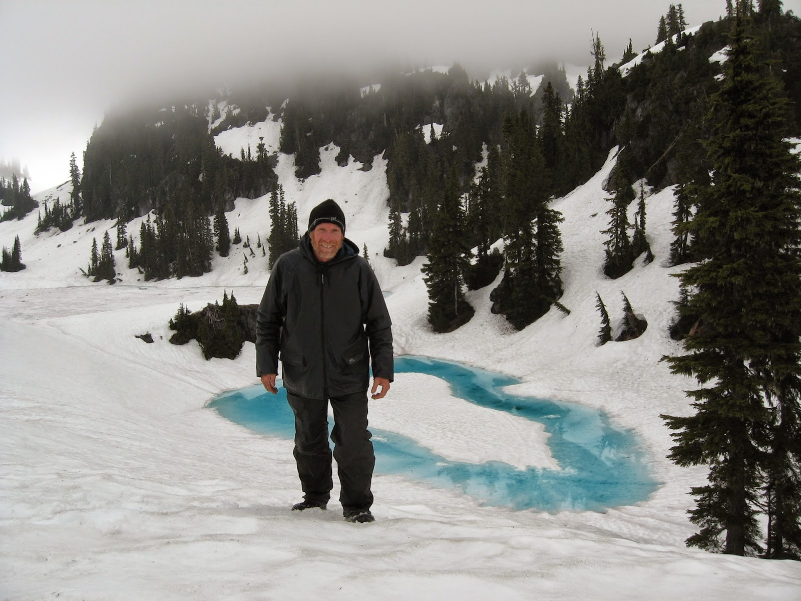 [IMG]http://4.bp.blogspot.com/-jTE9o3zwrJI/U3FuEUhwGpI/AAAAAAAAAR8/jh-gYWSDPh8/s1600/July+snow+walker.JPG[/IMG]