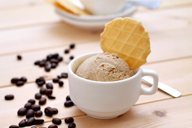 my bare cupboard: Black coffee ice cream