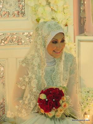 Gambar pernikahan Zakiah Anas dan Raja Shahrul Azmi (12 Photo)