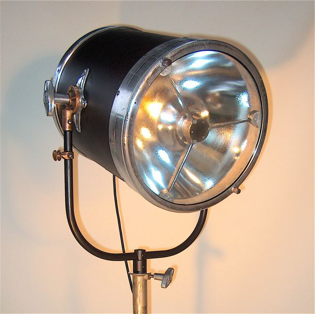 LIGHT INDUSTRIAL: NEW RANGE OF LAMPS