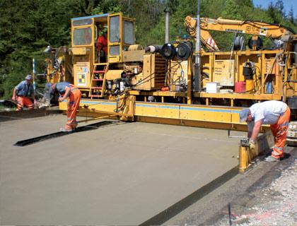 Construcción de pavimento rígido (Terminadora)