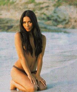 Foto Bugil Artis Anggun C Sasmi di Pantai Seksi