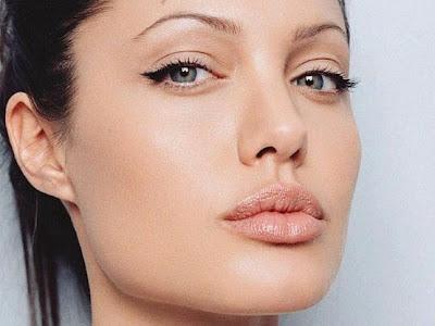 obtenir cils longs épais volume  angelina jolie eyeliner traceur liquide cat eyes yeux biche