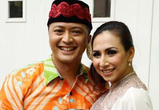 Foto Pernikahan Deswita dan Ferry
