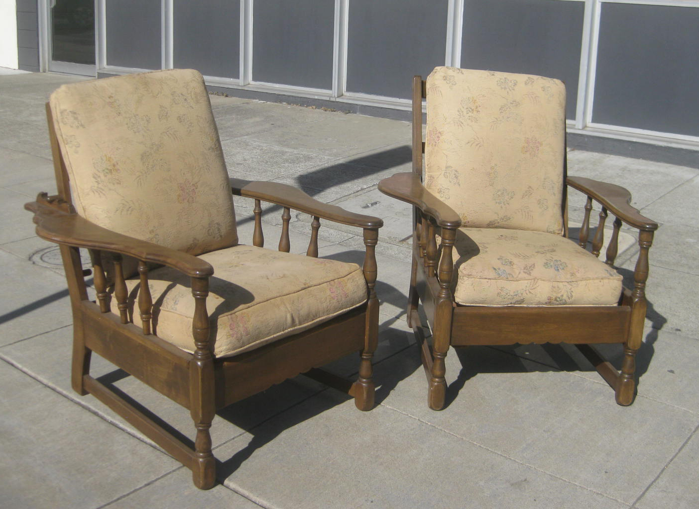 Uhuru Furniture Collectibles Sold Sofa And Two Chair