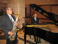 The pianist and saxophonist performing during the wedding cocktail reception