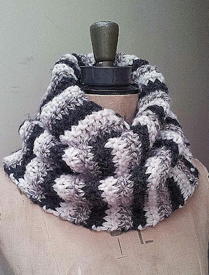 easy knit cowl, free chunky cowl pattern, easy cowl pattern, knit-up quick cowl, stripe cowl