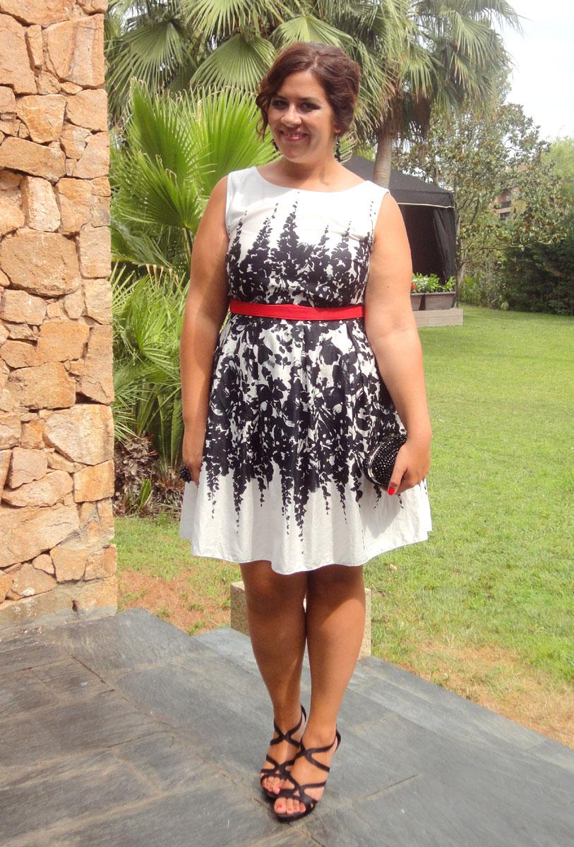 Como vestir para una boda vistetequevienencurvas for Boda en jardin de noche como vestir