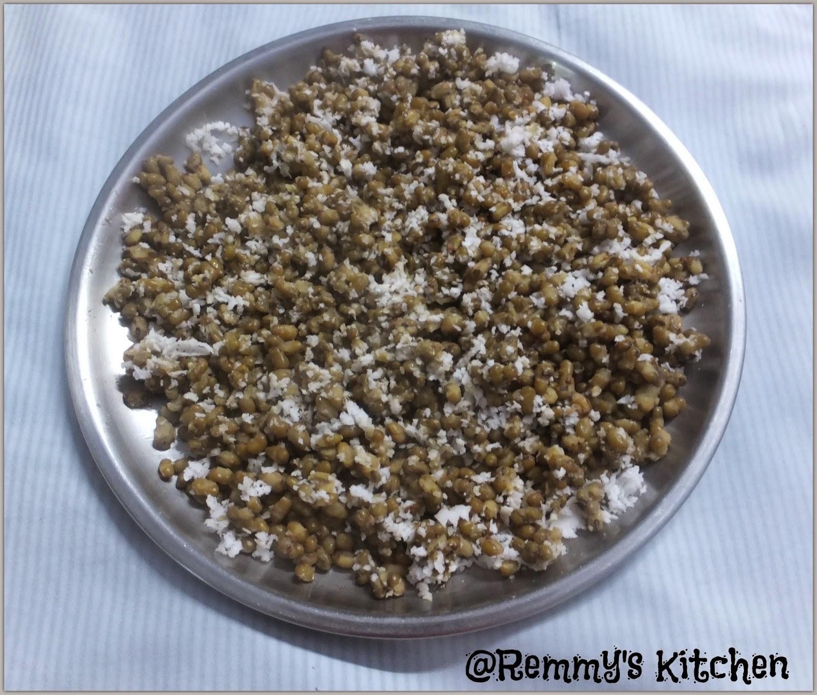 Cherupayar puzhungiyathu / Boiled green gram