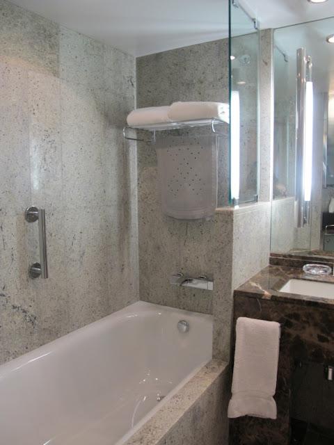 viagens da paulete Seabourn Odyssey -> Banheiro Com Banheira E Chuveiro Juntos