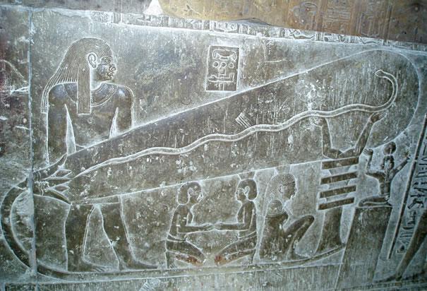 [Image: Lukisan+seolah+mentol+lampu+dalam+piramid+Mesir.jpeg]