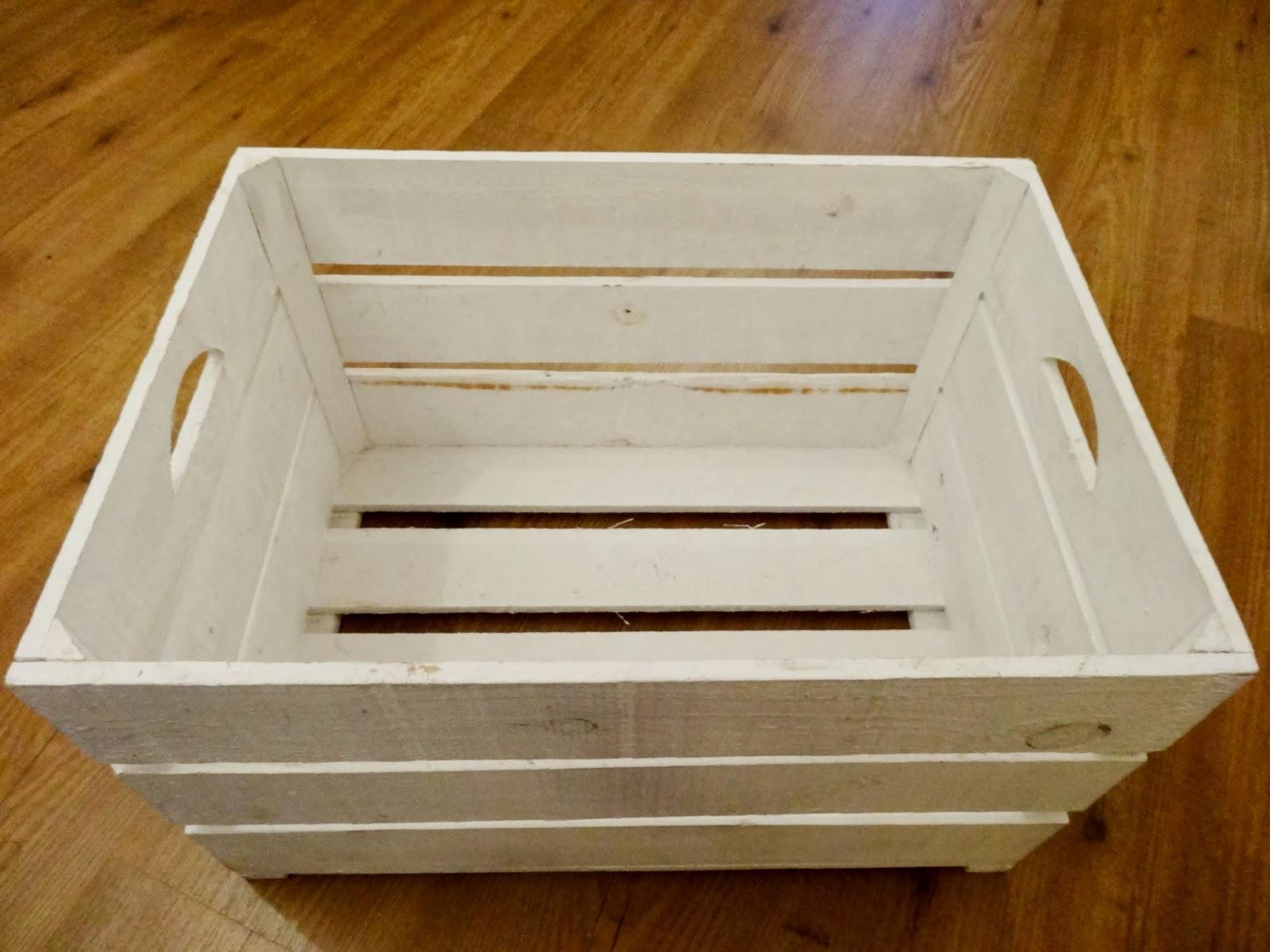 Alte Kiste als Beistelltisch im Shabby Chic