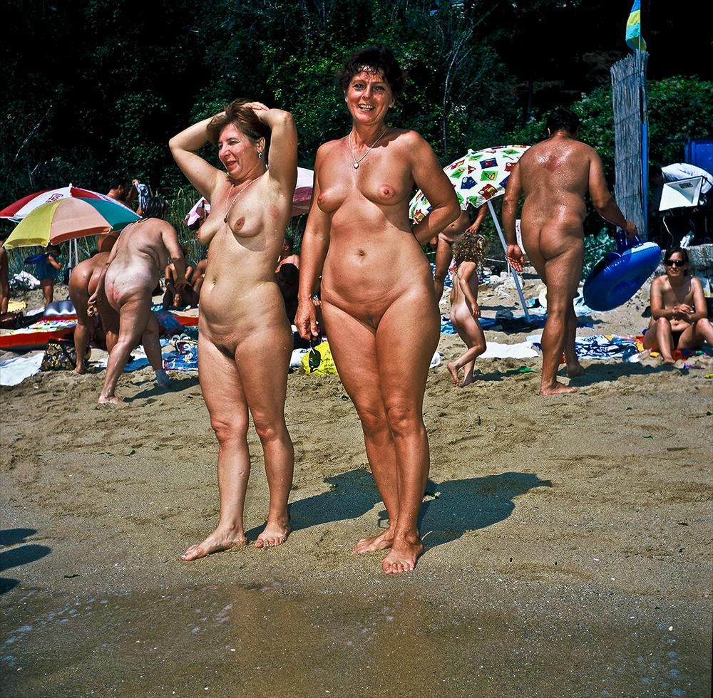Beach blog nudist body looks